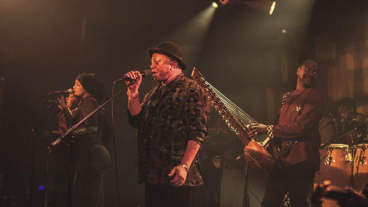 Salif Keita frå Mali og hans band fekk publikum til å dansa på opingskonserten til Vossa Jazz fredag kveld.