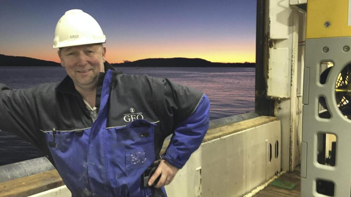 Overingeniør Tore Thomassen har vore på tokt på Bjørnafjorden for å finne ut meir om kor utsett fjorden er for skred.