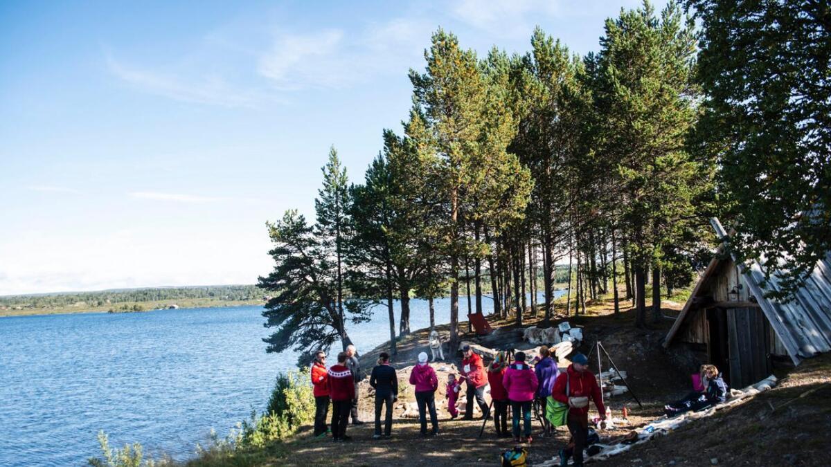 Gol og Hemsedal Røde Kors inviterte til «natt i naturen» ved Tisleifjorden i helga.