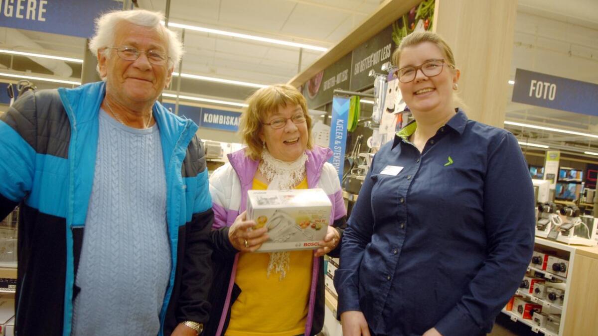 Britt og Are Jensen handlet handmikser hos Linda Sandberg Johansen på Elkjøp.