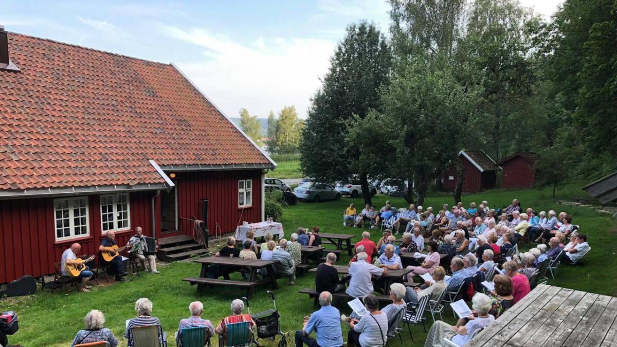 Godt over 100 personer kom til Vennesla historielags olsokfeiring på Bommen sist mandag. Foto. Vennesla hsitorielag.