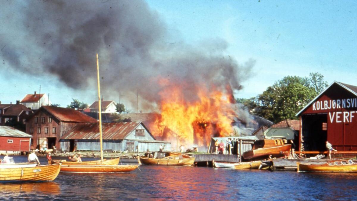 Buene ble snart overtent og ilden spredte seg raskt utover Kolbjørnsviktangen. Ni hus ble totalskadd, flere andre delvis ødelagt i brannen en het smeigelørdag i 1963.