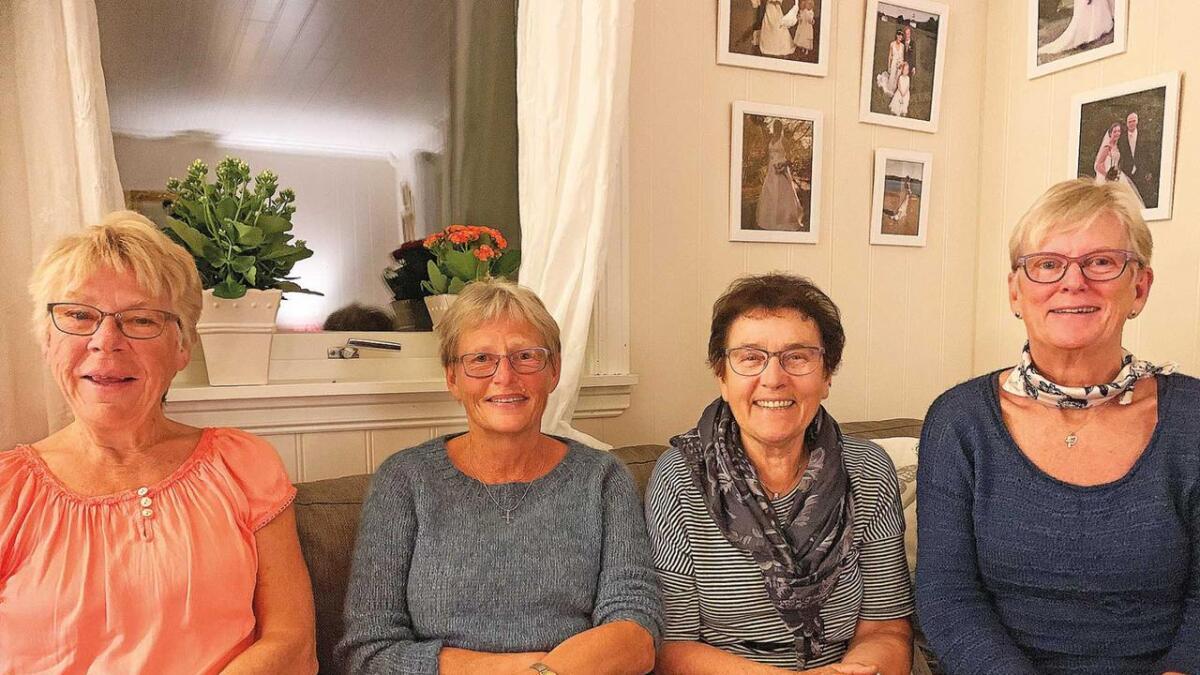 Fire ivrige misjonskvinner som fortener ros for iherdig innsats for Haustmessa i Otrahallen. Nokre av dei har vore med på å førebu haustmesser i heile 47 år! Frå venstre Jorunn Jokelid, Magnhild Kjetså, Ingveig Strømstad og Gunn Kjetså.