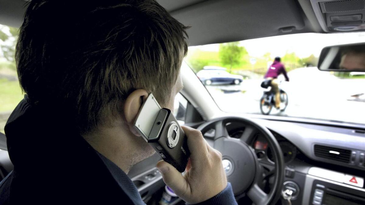 Bilkøyring og mobilbruk er ingen god kombinasjon.