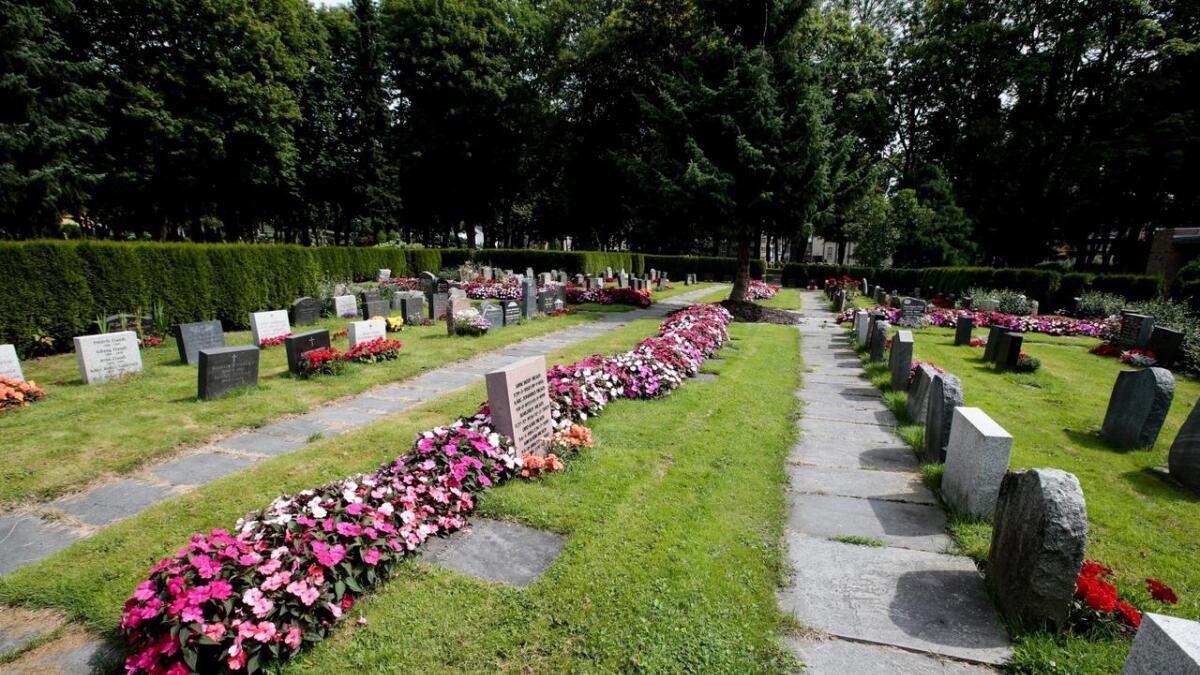 Gravferdsskikkene er i endring, og klarer dagens gravplassforvaltning å møte de mange ulike behovene. Stadig flere ønsker kun å sette ned urnen eller kisten ved gravsted, uten noe seremoni.