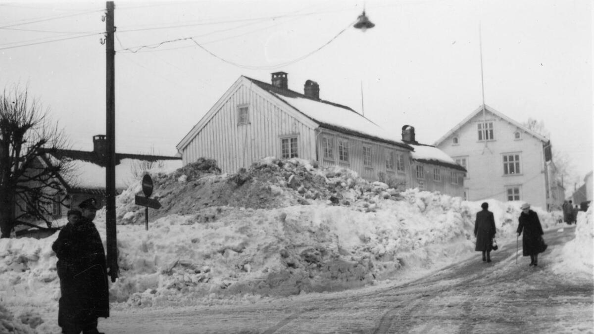 Det beklageligvis revne Korsvigs hus på Ketil Moes plass var også tilhold for telegrafen i en årrekke. (Fra Agderbilder.no)
