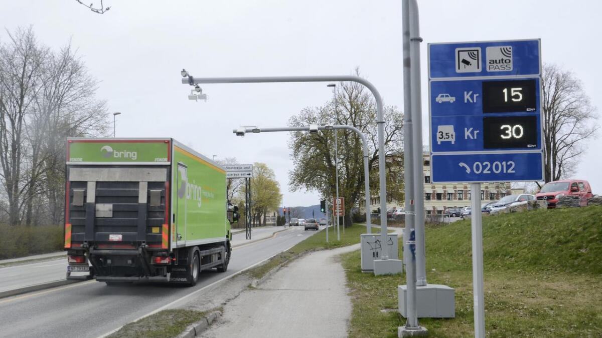 Fra nyttår av slipper også tungbiler å betale for passering av mer enn en bom i timen i Grenland.