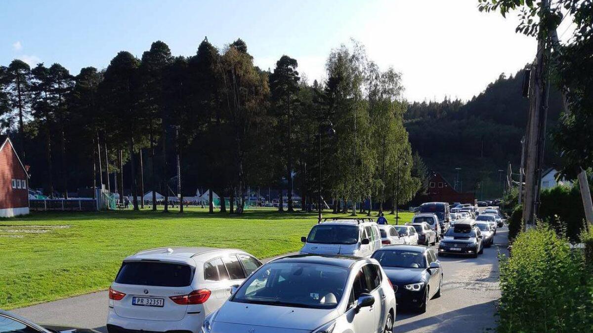 Det er ikke enkelt for utrykningskjøretøy å komme til i Askedalen når det er trafikkork hver eneste kveld.
