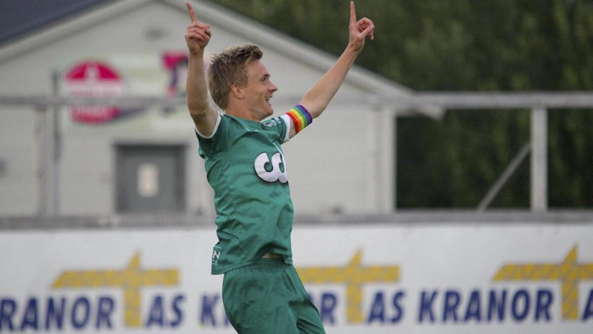 Grunna skader har Bjarte Haugsdal spelt spiss i fire-fem rundar denne hausten. Det har 29-åringen likt godt. Mål er det også blitt. Til no har han skåra fem seriemål.