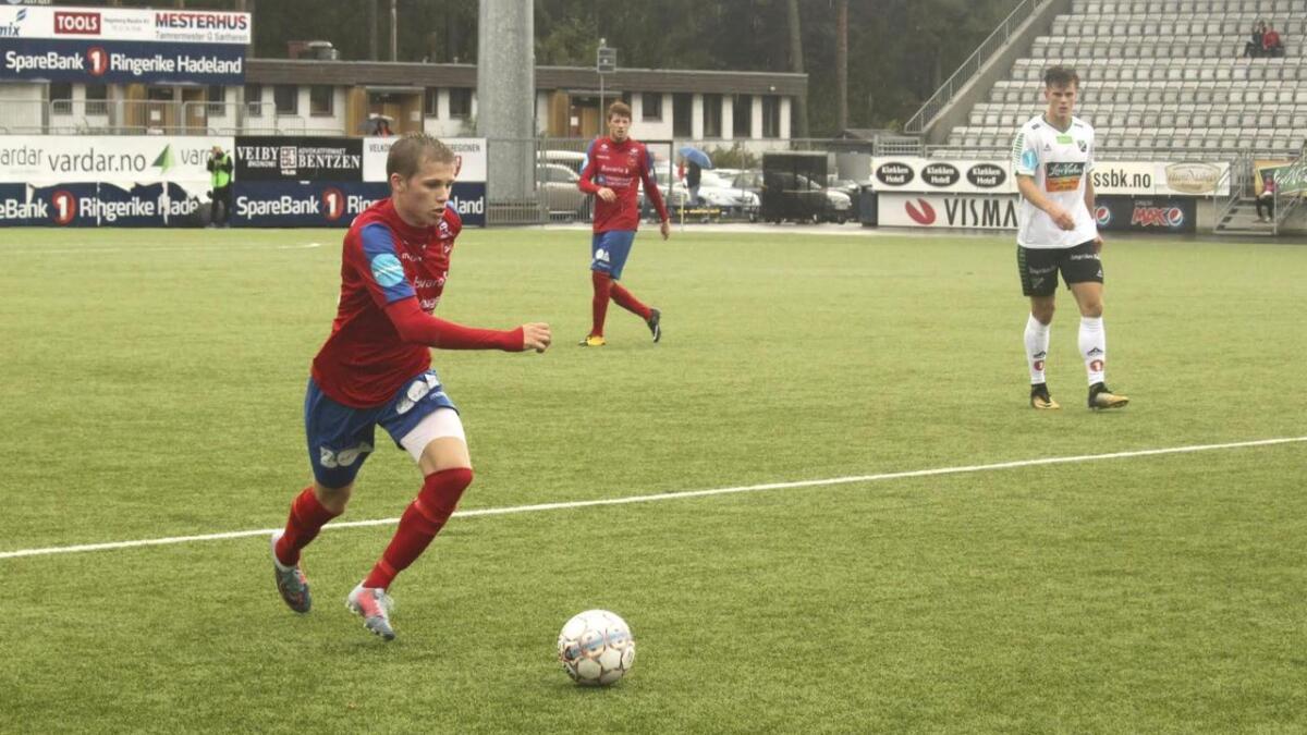 Martin Nordtveit har fått mykje speletid for Vard Haugesund. Her er han i aksjon mot Hønefoss på bortebane. Den kampen enda med tap 1–0