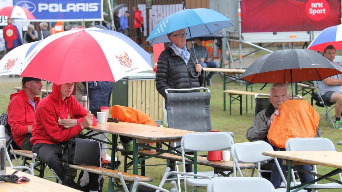 Froland Skytterlag var tidlig på plass med sine første supportere for å støtte Fredrik Ås Orerød.