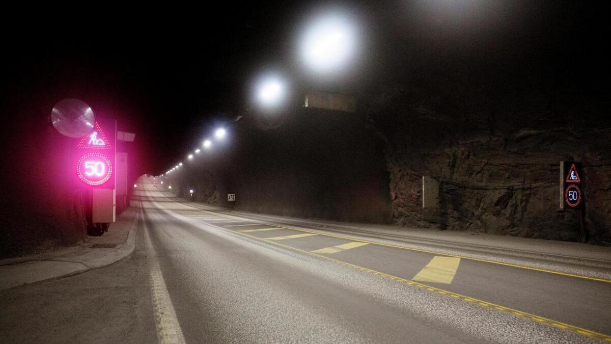 Tidlegare i ettermiddag var Bømlafjordtunnelen stengd i 19 minuttar. No er den open igjen.