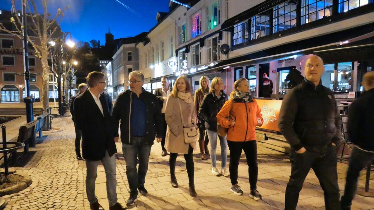 Formannskapet i Arendal og andre deltakere på bry deg-kurset sjekket utelivet i Arendal lørdag.