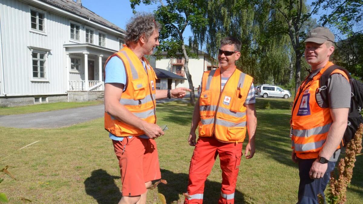 Røde Kors har mykje folk i sving under leiteaksjonen. Frå venstre Steinar Bleken, Hemsedal RK, Oddvar Lie, Nesbyen RK, Arne Inge Øyum, Gol RK.