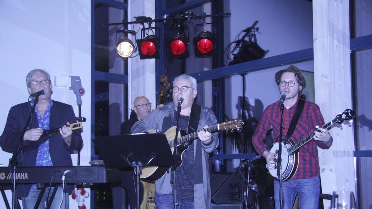 Frå venstre Ragnar Hovland, Ole Amund Gjersvik, Atle Hansen, Endre Olsen. Ole Jakob Hystad og Hans-Olav Molde er òg med i bandet.
