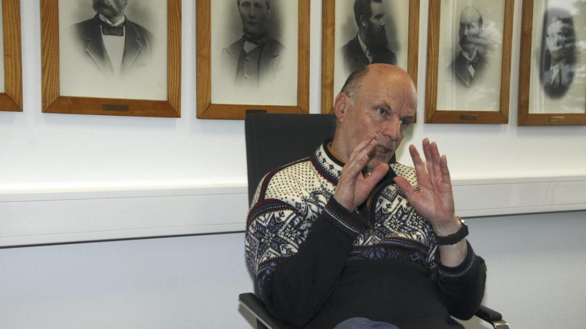 Erik Skjervagen (Ap) sa ein må vente med investeringar som ikkje er strengt nødvendige, og ein må ikkje auke driftsnivået.