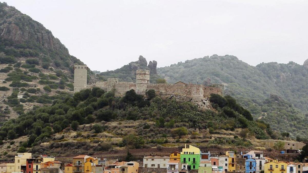 Byen Bosa på Sardinia ble grunnlagt i 1112. Den ligger litt oppe på en høyde på vestkysten av øya.