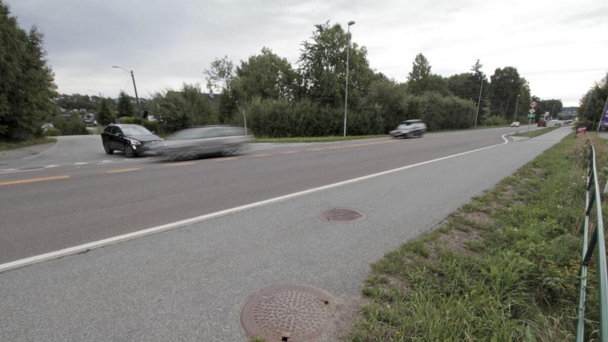 Biler fra Raset strever med å komme utpå her, spesielt i rushtiden, når trafikken likevel står stille. Den foreslåtte detaljreguleringen vil ikke gjøre det noe lettere å komme ut på Porsgrunnsveien.