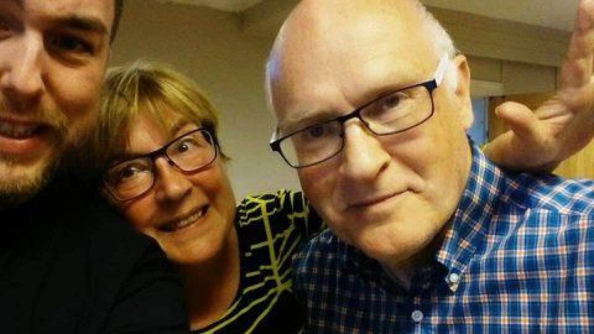 Ansvarlig redaktør Rayner Skare Lind og radioveteranene Anne Julie Enoksen og Sverre Tåga, synes det er vemodig at Radio Melbu legger ned.