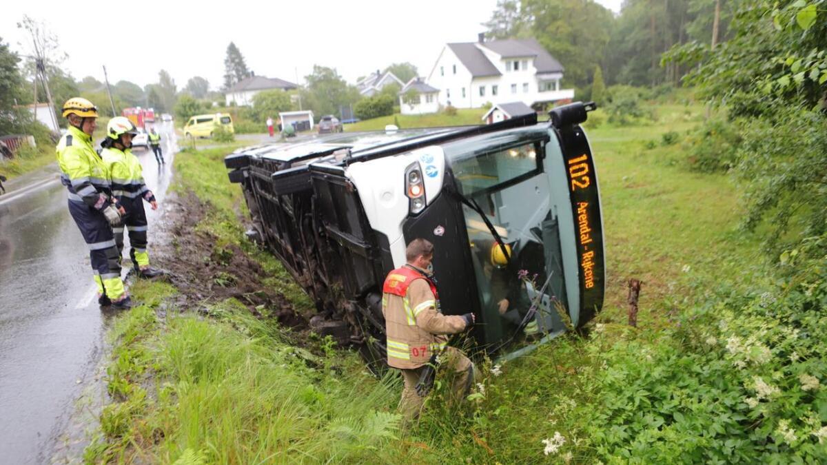 Bussen endte i grøfta på Tromøy.