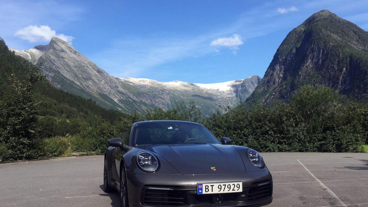 Amerikanske Motor Trend meiner Porsche 911 Carrera S er årets beste bil.