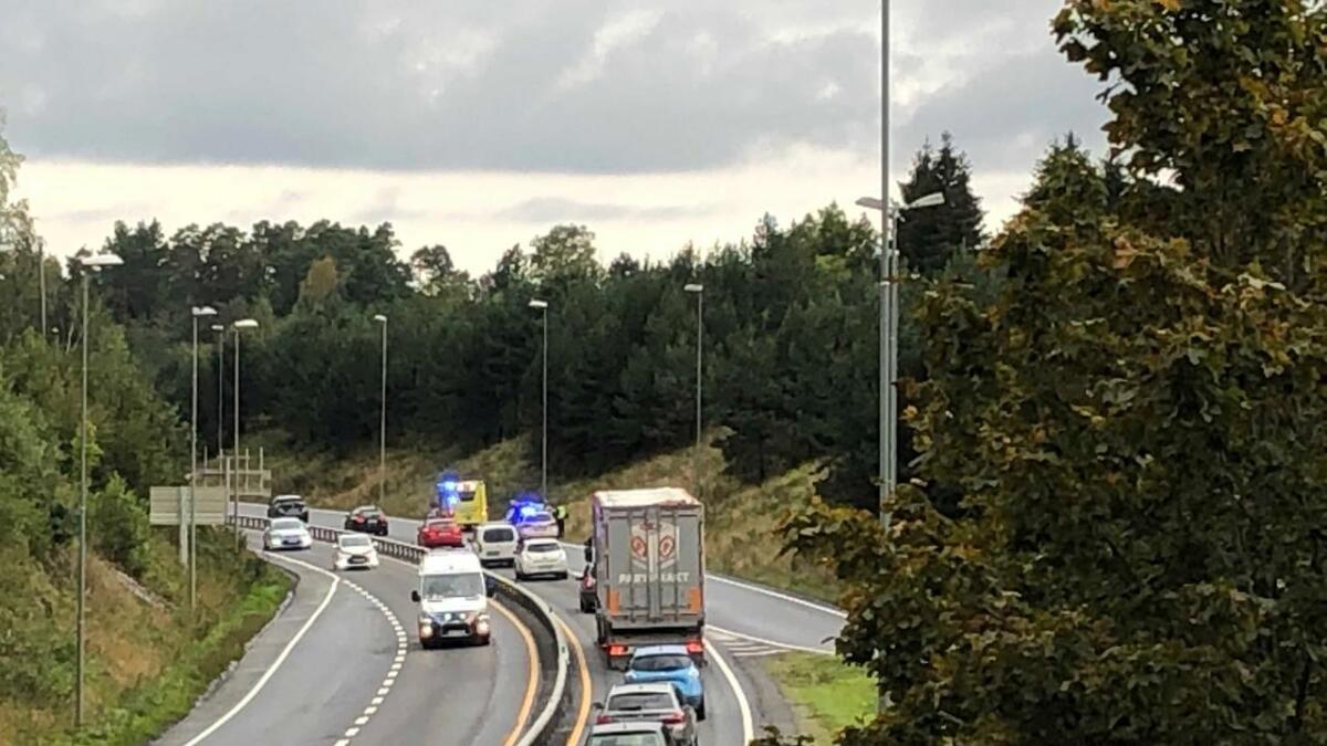 Samtlige nødetater rykket ut til en trafikkulykke på E18 ved Nedenes i Arendal onsdag morgen.