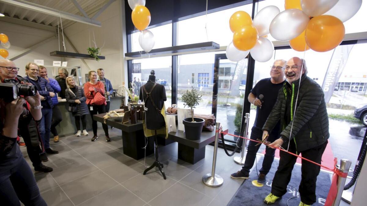 Tor Arnesen fra Skien kommune var snorklipper da Tom Gulliksen åpnet sin egen butikk på Rødmyr.