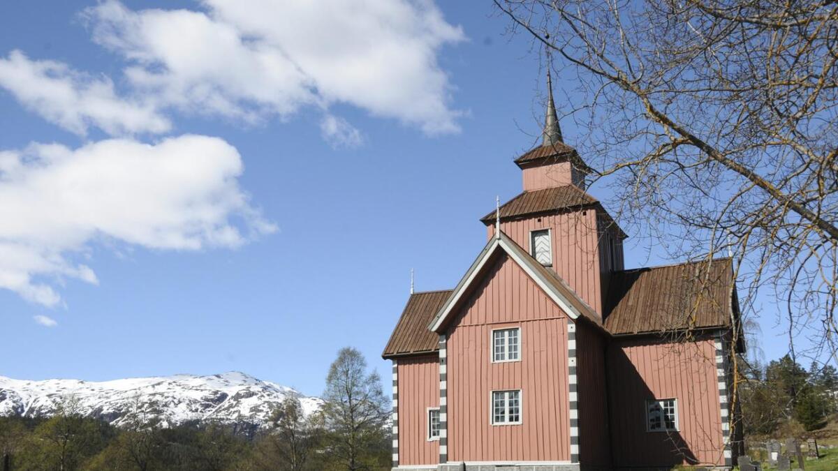 Ved Vinje kyrkje blir det nå bygd ein muslimsk gravplass. arkivfoto