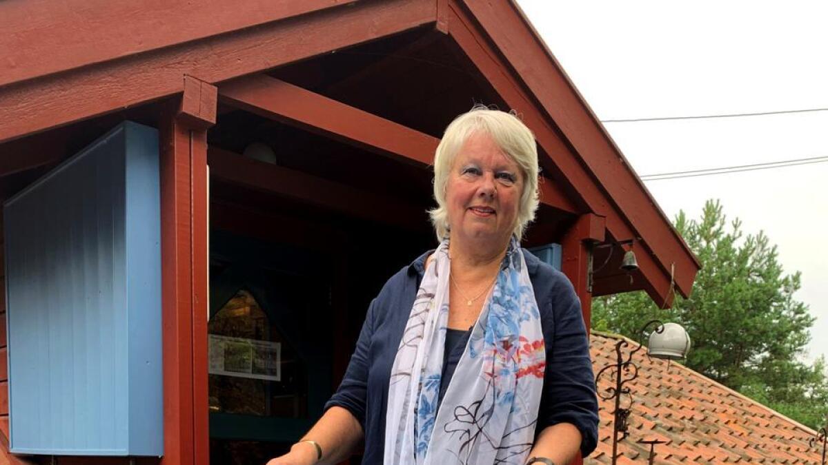 Marit Aanensen ønsket seg et blått utebord der hun kunne henge alu-redskaper. Dermed var samlingen i gang.