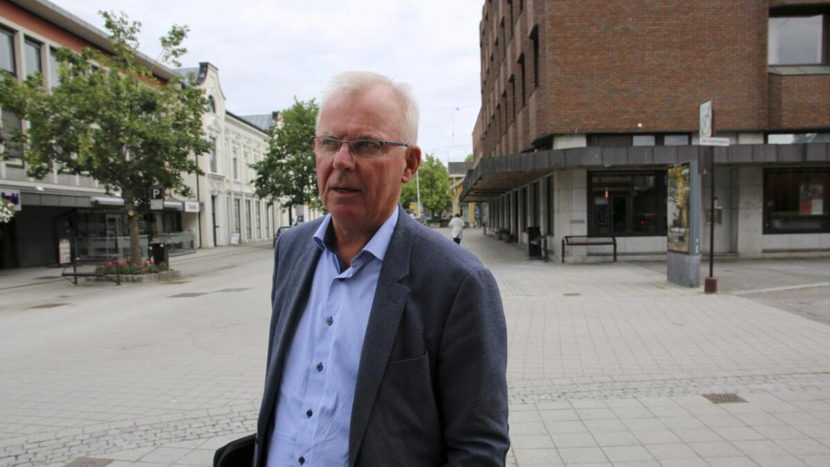 – Vi er nødt til å henge med for å få gode folk, mener rådmann Per Wold. Men han mener lederlønningene i kommunal sektor er høye nok, selv om de ikke kan hamle opp med helseforetakene og for eksempel offentlig eide selskaper som Skagerak Energi.