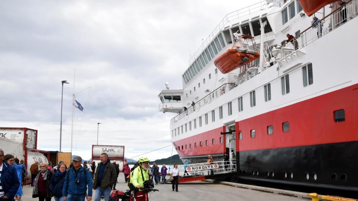 MS Nordlys ved anløp i Stokmarknes.
