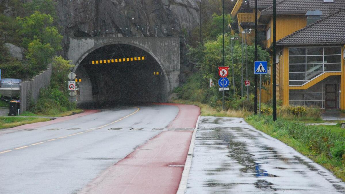 Den røde asfalten går fra Biesletta og ned Vossbakke, og gjennom tunnelen.