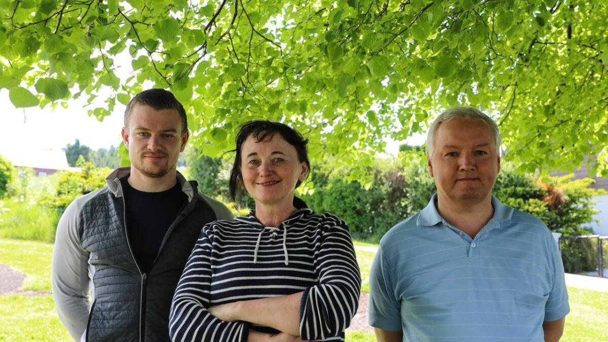 Vidar Aarskog (til v.), Bente Bjelland og Sigbjørn Aarland er med i gruppa som no vil høyra fitjarbuen sine planar og tankar.