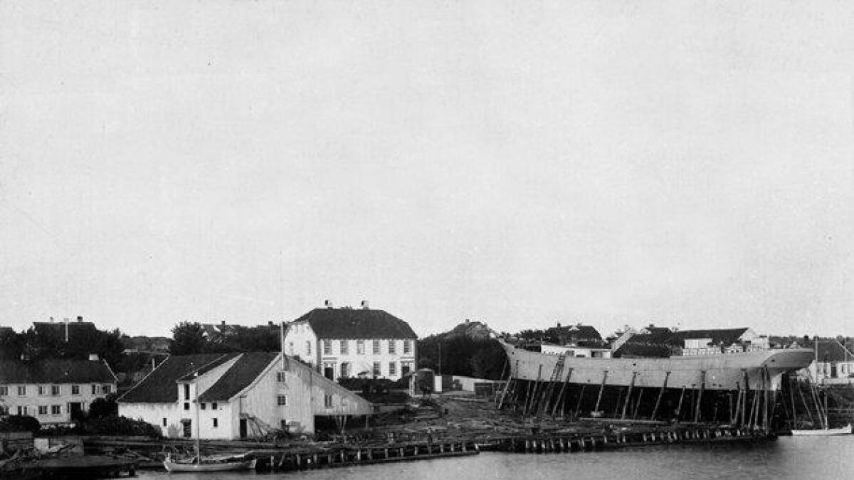S. N. Hansens verft. I dag er området kjent som S. N. Hansens park med bystrand omtrent der skipet ligger.