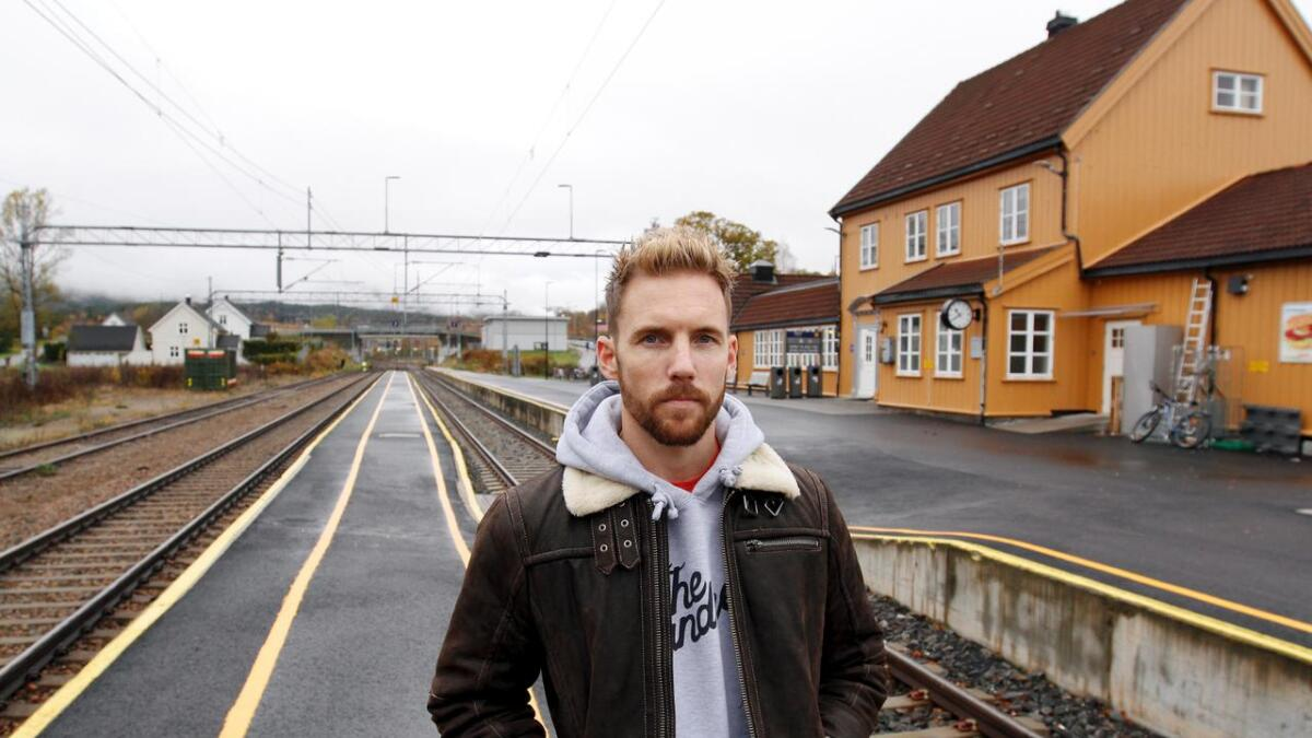 Thomas Hellekås (34) og Byting har vært i studio igjen. Resultatet foreligger i form av albumet «Din stasjon» som gis ut av det notoddenbaserte plateselskapet Grammofon.