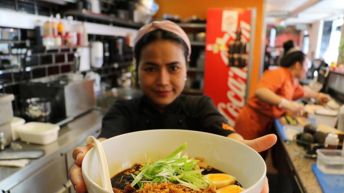 Ramen har nådd Skien. Flere og flere bestiller denne retten når de skal ut å spise, forteller daglig leder av Dattebayo i Skien, Annita Aspaas.