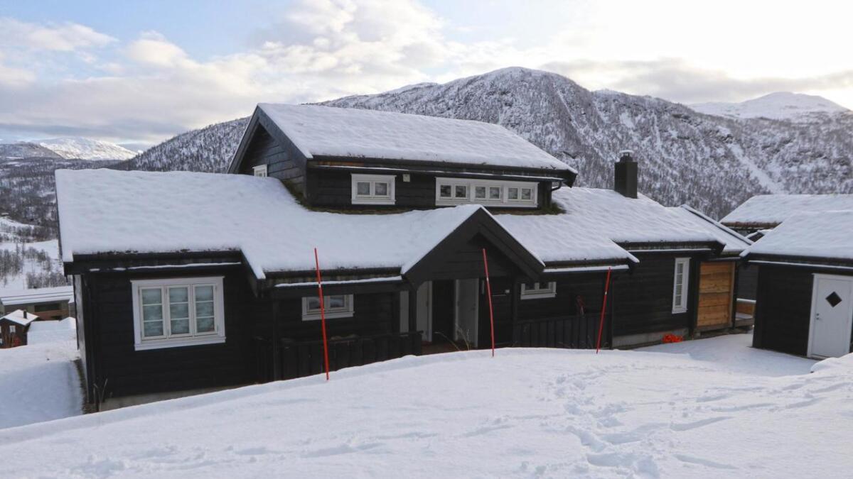 Denne hytta i Feissgrovvegen i Myrkdalen vart i oktober selt for heile åtte millionar kroner.
