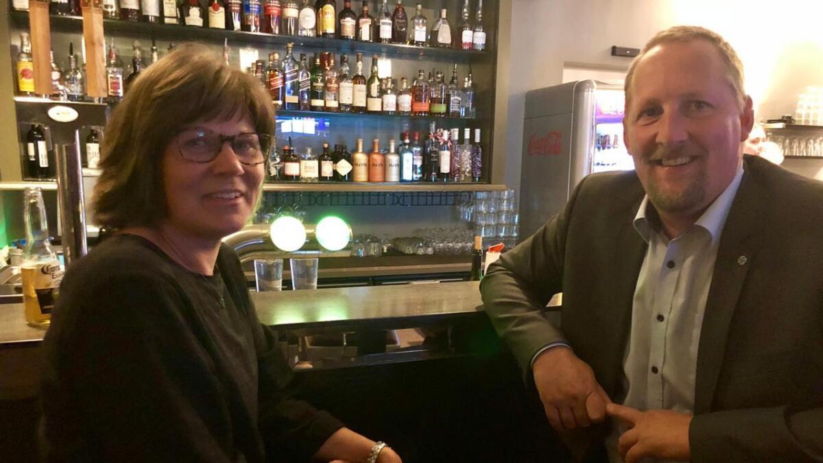 Forhandlingsleder Gunvor Birkeland og fylkesordførerkandidat Oddbjørn Kylland (Sp) har håp om å komme i posisjon i nye Agder.
