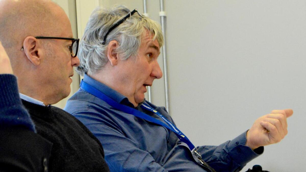 Nordlandssykehuset sliter med mangel på spesialist-leger, særlig i psykiatrien. Direktør Paul Martin Strand forklarer det blant annet med nye krav.
