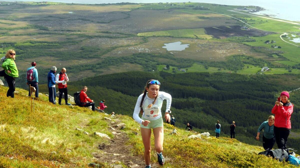 Det går unna på fjell-løpet Hallartinden Max. Lørdag kan du ta det mer bedagelig på tur til topps.