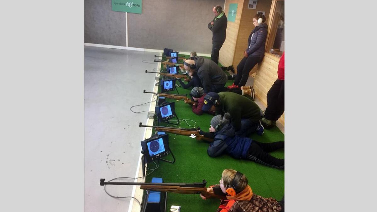 Nye skyttertalenter på standplass hos Bø skytterlag,