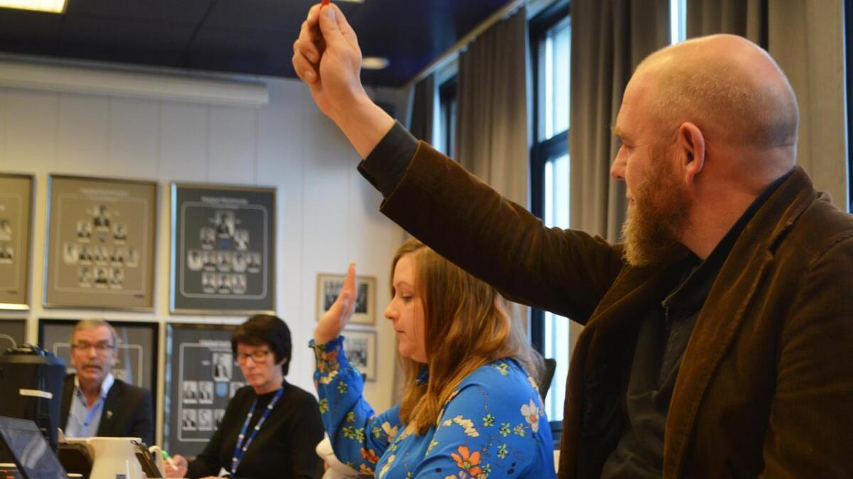 Geir Jørgensen (R) og Renathe Eriksen (V) stemte mot å avvise Brattåsen-klagene.