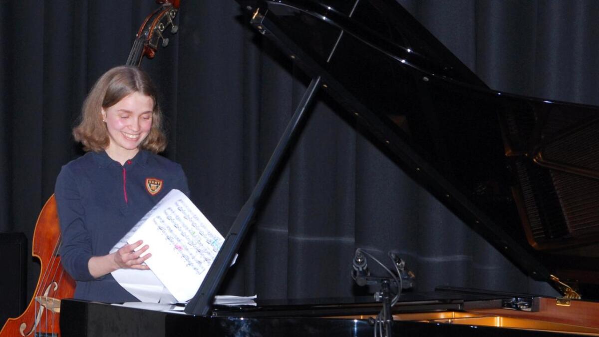 Emma Lovise Ridderseth spilte piano på huskonserten til Musikklinja.