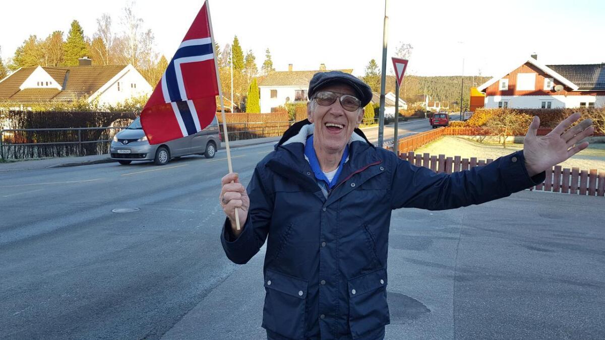 Rolf Jansen skal ønske Kongen velkommen med flagg og hurrarop.