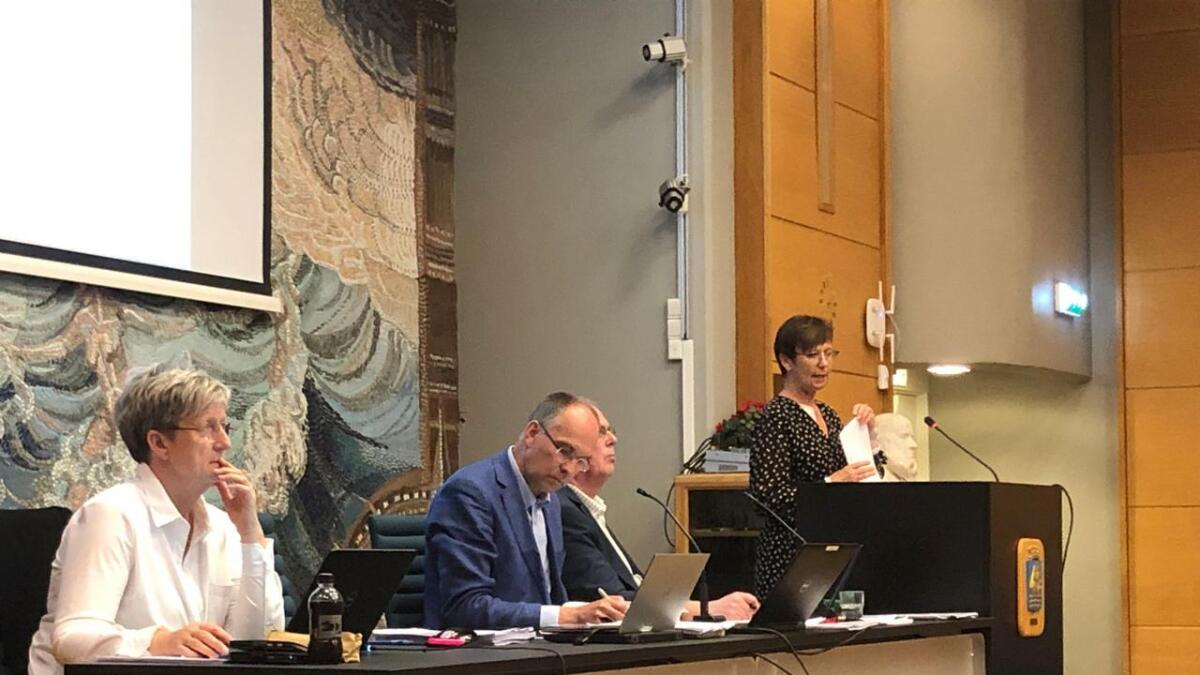 KrFs ønske om å lukke alle møtene i Kontrollutvalget for allmennheten er bekymringsfullt, skriver innsenderen. Ordfører Kjetil Glimsdal er nærmest kamera.