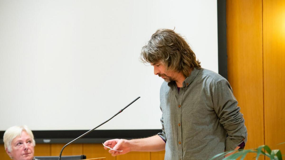 Tore Roth Blokhus på talarstolen for første gong.