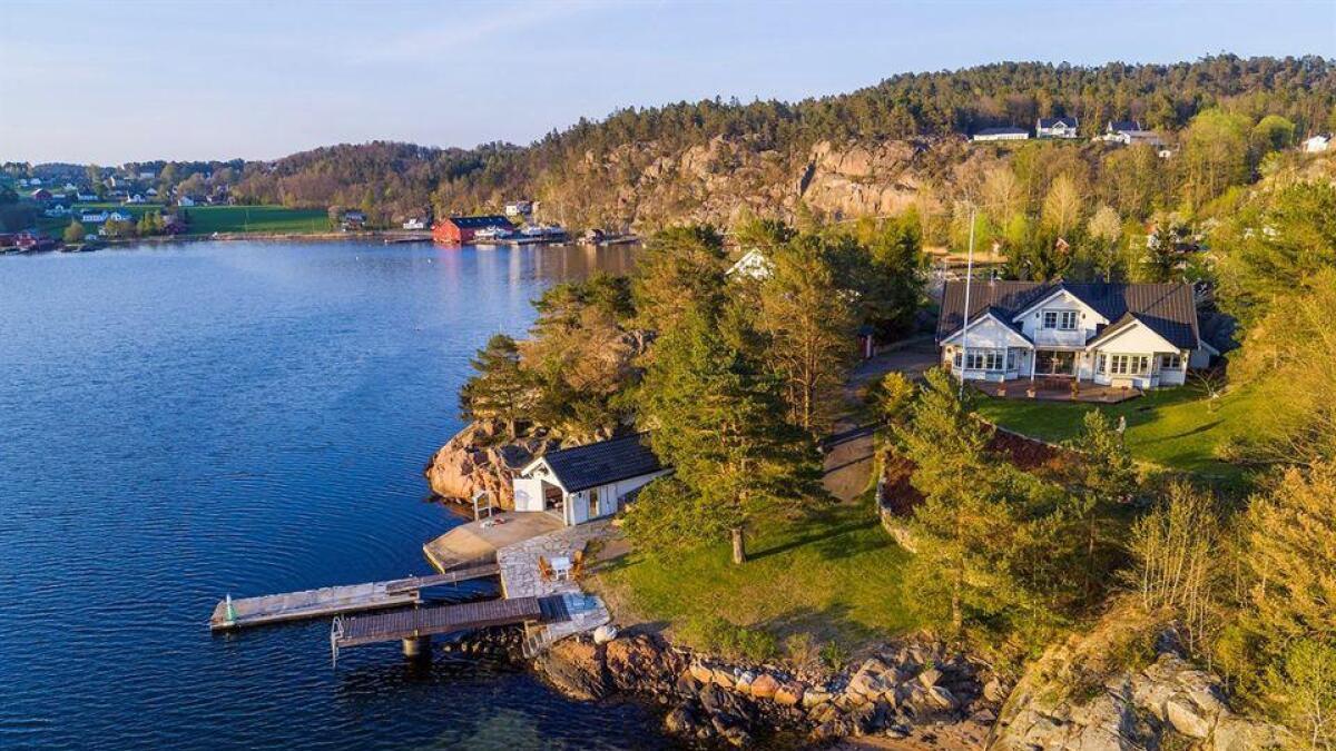 Vikstølen 16 nesten innerst i Vikkilen i Grimstad skal selges.