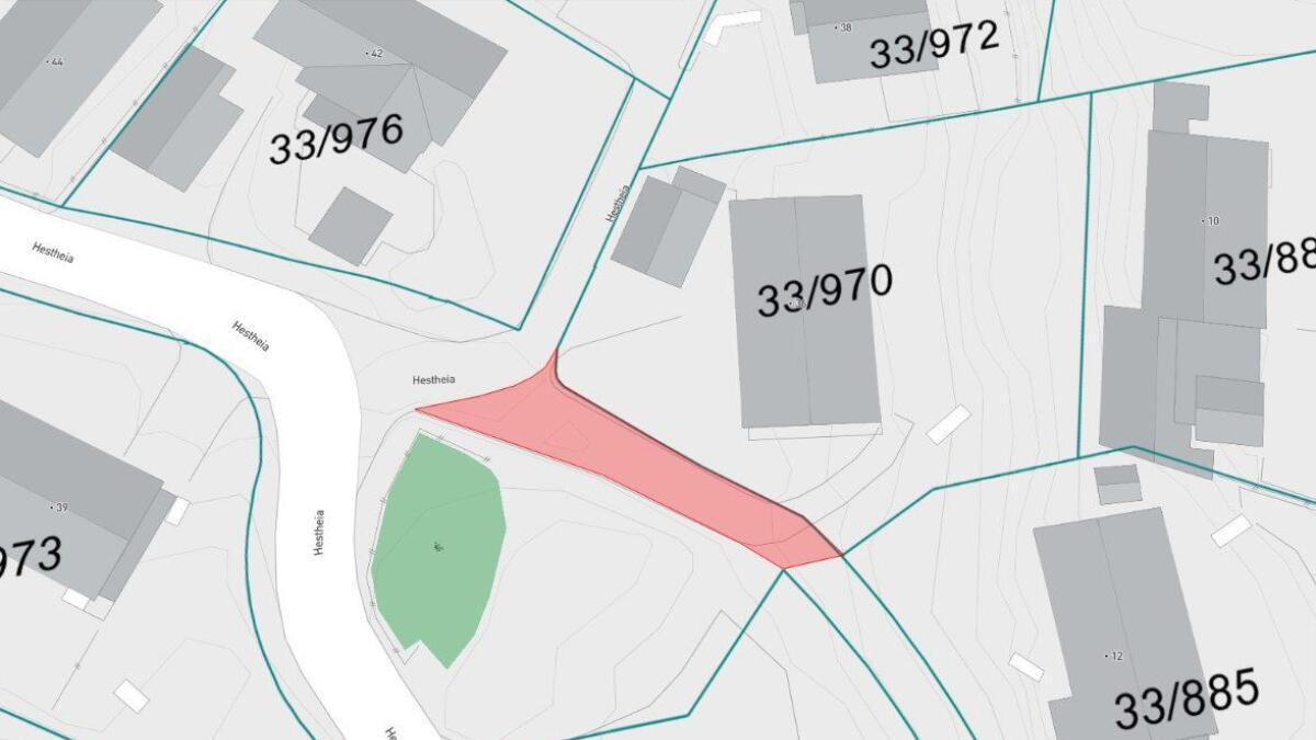Fagleder Infrastruktur fraråder salg av det røde området på bildet til eier av gnr. 33, bnr. 970.