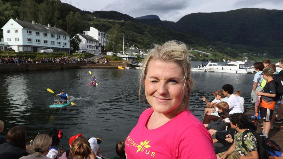 Karna Marielle Hjelmevold står i spissen for festivalen som skaper aktivitet i bygda og blest om Ulvik.