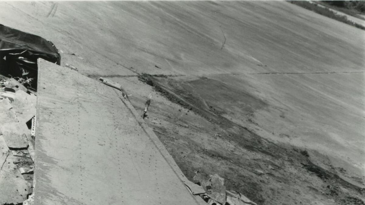 Det meste av F-16 flyet vart til småbitar då flyet slo ned i kanten av Tunhovdfjorden. Den eine vengen var ein av dei største vrakdelane.